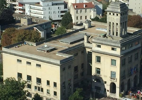 """Vue aérienne du rucher de la Mairie de Montreuil sur le toit Terrasse de l'Hôtel de Ville produisant le fameux miel de Montreuil de l'Association """"Les Ruchers de Montreuil"""""""